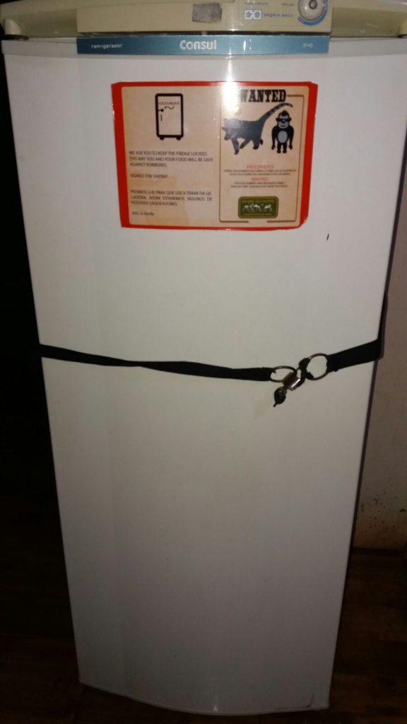 frigorifero con lucchetto