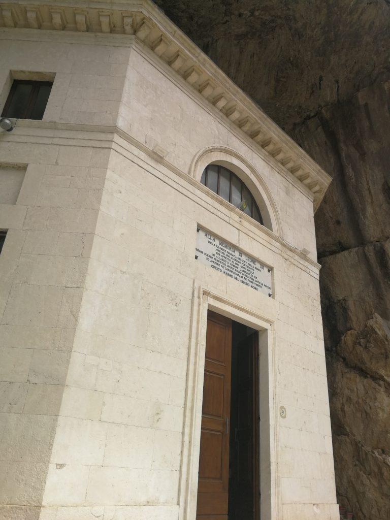 tempio valadier frasassi