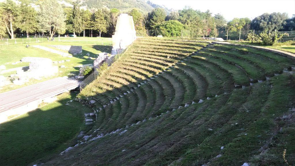 Teatro-romano-Gubbio-cavea