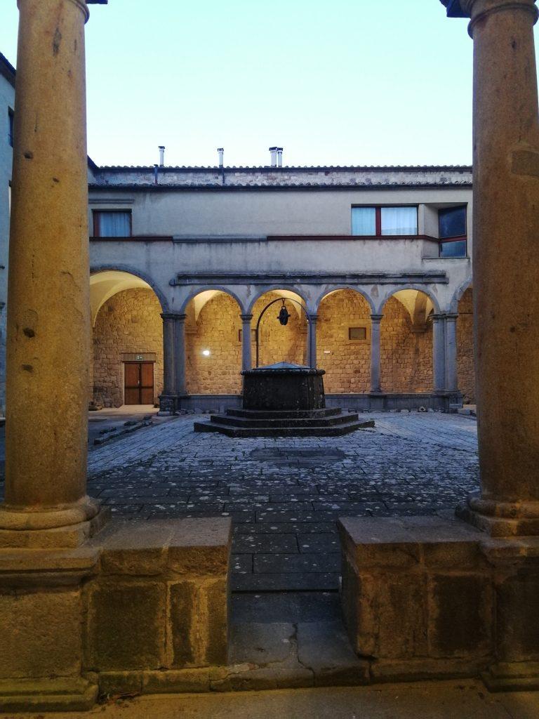 chiostro abbazia san salvatore