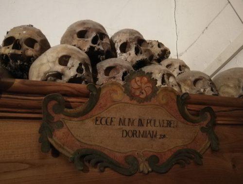 chiesa morti urbania mummie
