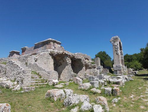 visitare parco archeologico carsulae