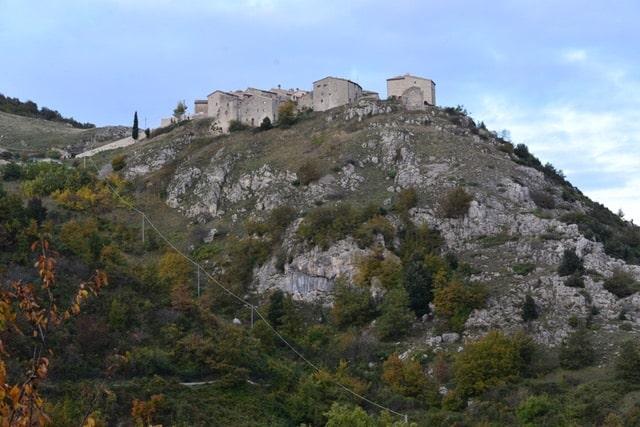 borghi fantasma marche italia